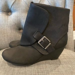 Wedge black boots 9 1/2